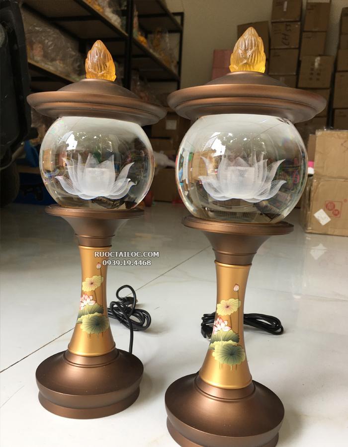 đèn cầu đồng vẽ hoa sen trang trí bàn thờ phật đẹp