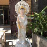 tượng quan âm đứng trắng viền vàng có hào quang đẹp