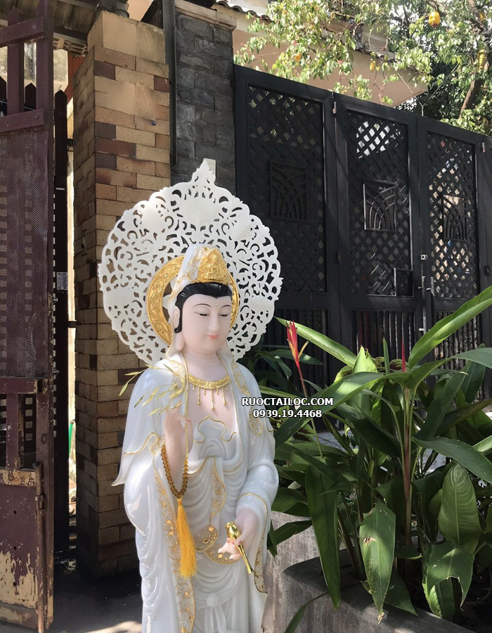tượng quan âm trắng viền vàng đứng có hào quang đẹp
