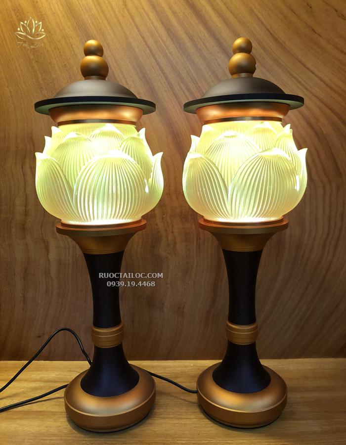 đèn thờ cúng bằng lưu ly đổi màu đẹp