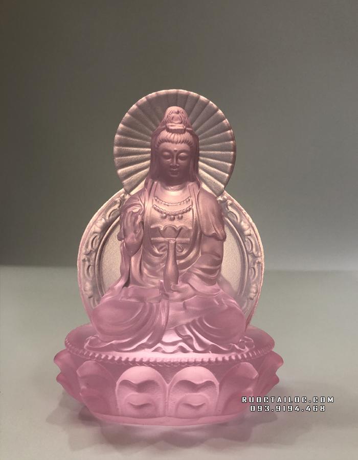 Gia chủ mệnh Thổ thường thích hợp với tượng Phật Quan Âm lưu ly màu hồng hơn các mẫu tượng khác