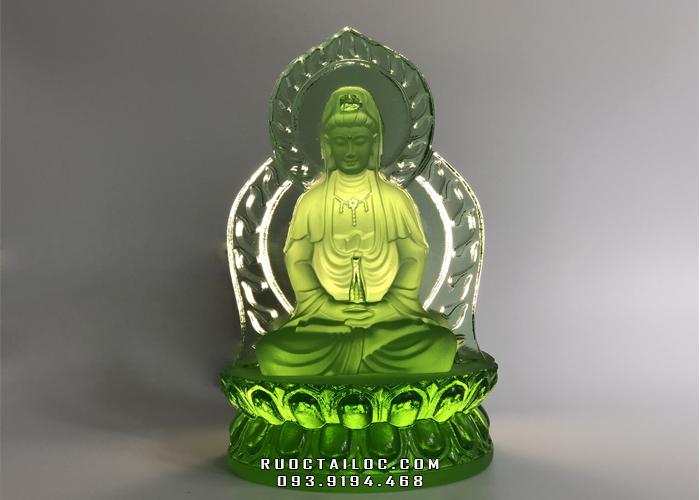 Tượng Phật Quan Âm lưu ly màu xanh lá cây sẽ là lựa chọn phù hợp với gia chủ mệnh Hoả