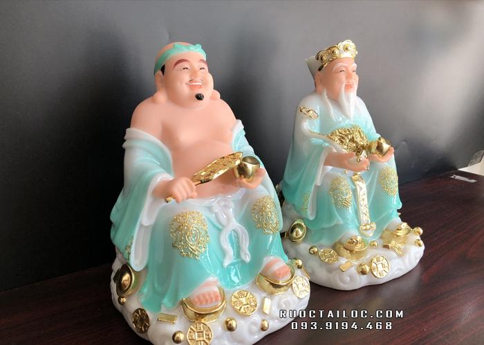 Tượng Ông Địa Thần Tài được làm từ chất liệu bột đá xanh kết hợp với bột đá trắng