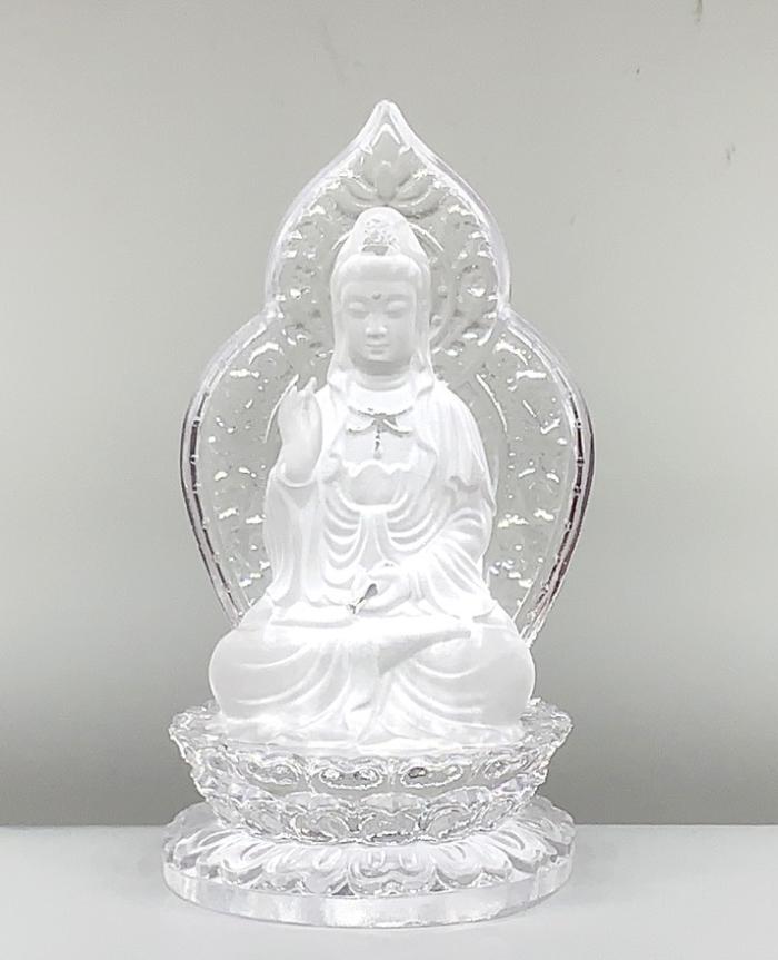 Tượng Phật Quan m lưu ly một mặt sau lưng có lá bồ đề màu trắng có thần thái ung dung, tự tại, từ bi hỷ xả