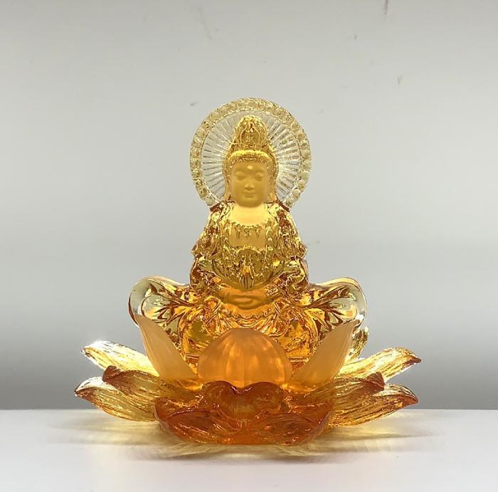 Tượng Phật Quan Âm lưu ly để xe ô tô bằng lưu ly hổ phách QALL - 004 rất phù hợp với người mệnh Kim