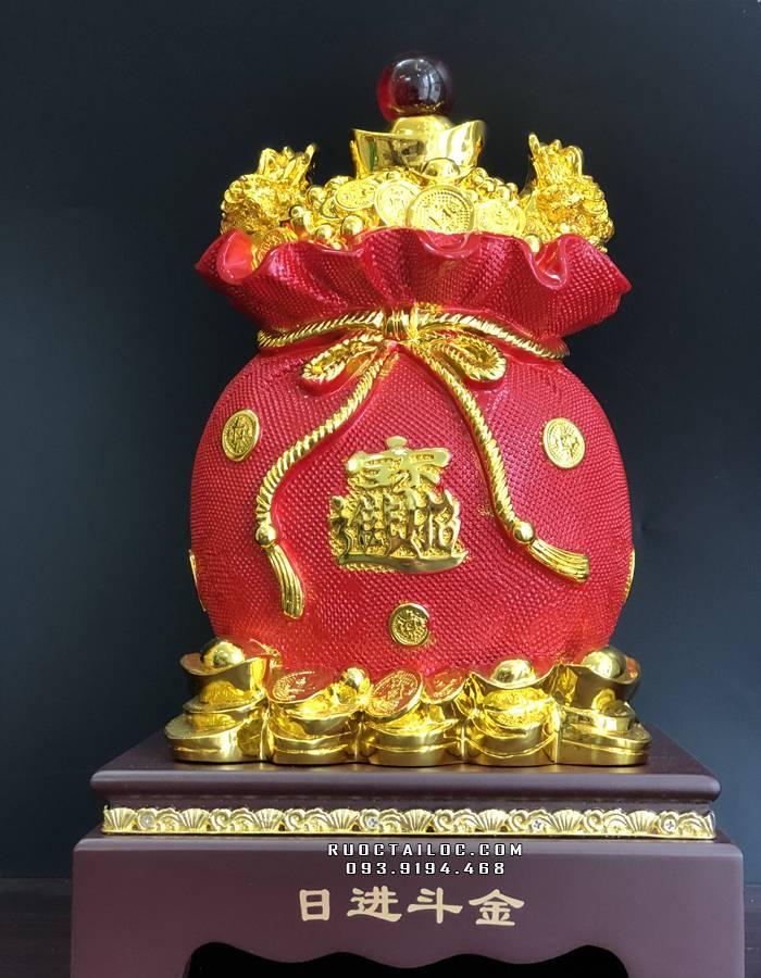 Túi vàng kim bảo tài lộc được tin rằng có thể giúp gia chủ ngày càng giàu có, phát đạt