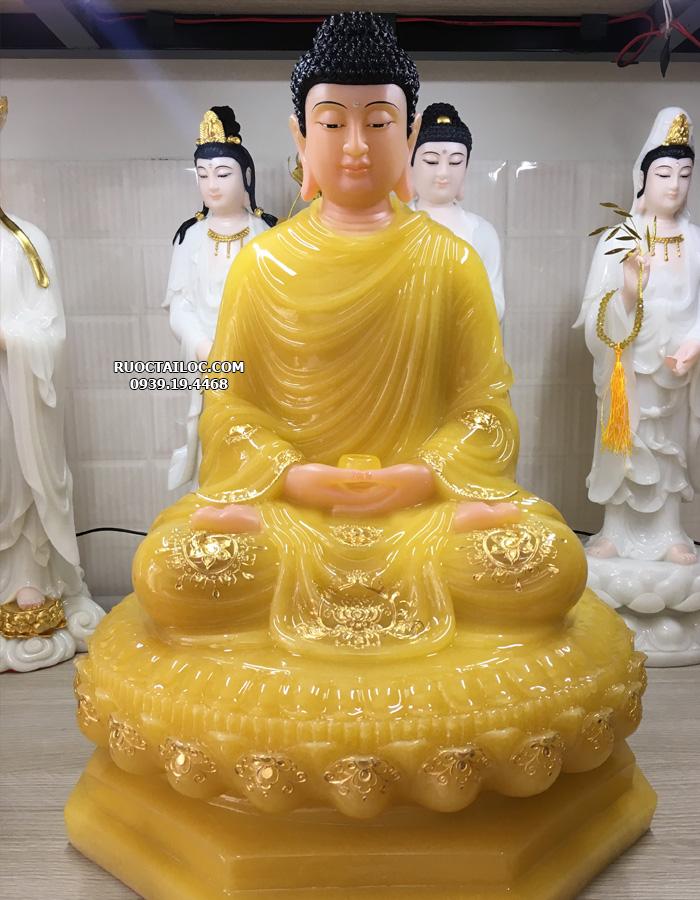 Phật Thích Ca là tôn chủ của cõi Ta Bà, không chỉ được thờ phụng tại các chùa chiềng mà còn được nhiều gia chủ chọn thỉnh để thờ tại gia