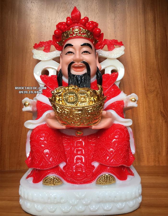 Mẫu tượng Thần Tiền y áo đỏ, mão đỏ, tay nâng thỏi vàng lớn