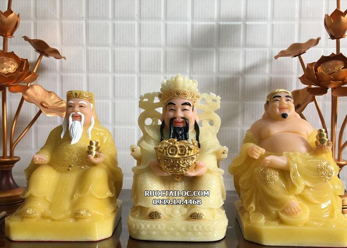 Thần Tiền trong bộ Ông Địa Thần Tiền Thần Tài y áo vàng